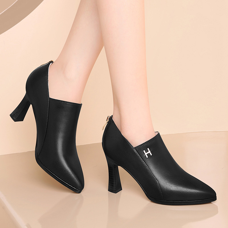Spring shoes 2021 new black sheepskin high heel shoes versatile, comfortable and fashionable thick heel shoes, pointed sexy boots