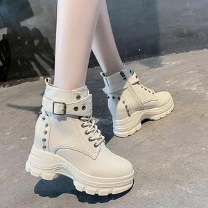马丁靴女英伦风2020新款鞋子秋冬厚底百搭超火短靴子内增高女鞋冬