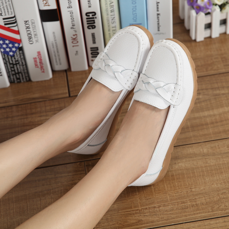 Spring and autumn flat bottom small white shoes Doudou shoes soft sole womens single shoes leisure middle aged mothers shoes pregnant womens shoes nurses shoes womens shoes
