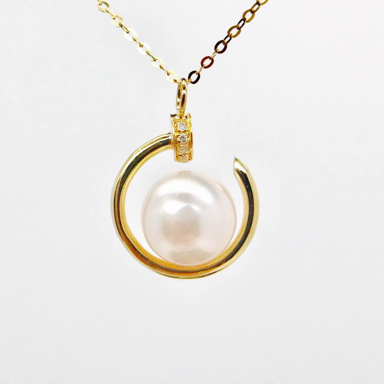 Opening round diamond pearl pendant 18K gold pendant accessories finished womens simple and generous
