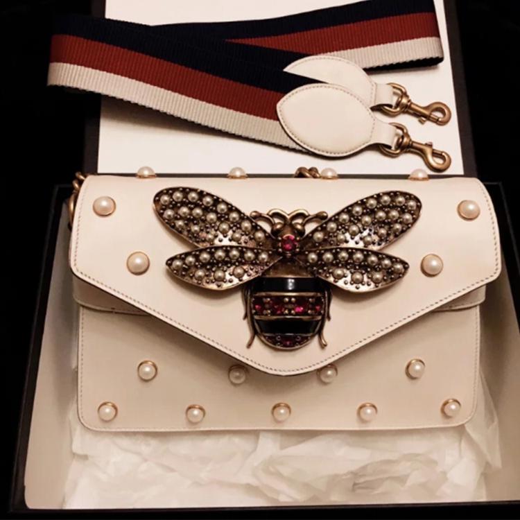 白色真皮包包女宽带斜跨女包2018新款明星同款链条珍珠小蜜蜂包潮