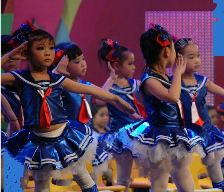 �和�合唱服表演服�t�I巾集�w舞蹈演出服童年相�苑��b小海�表演服