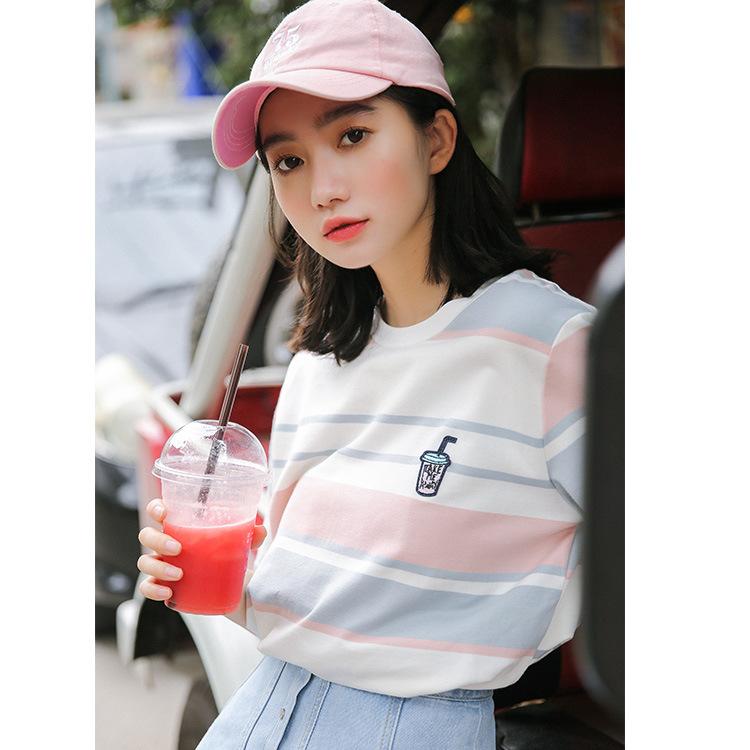 2019春季韩版简约百搭宽松胸前牛奶瓶刺绣圆领撞色条纹短袖T恤女
