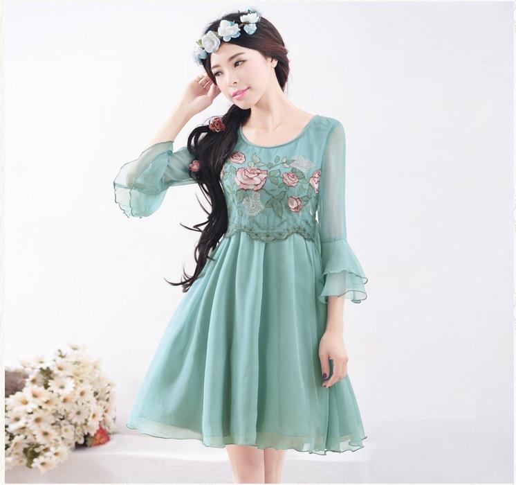 春夏新款女装绣花蕾丝拼接修身A字版雪纺连衣裙 储秀