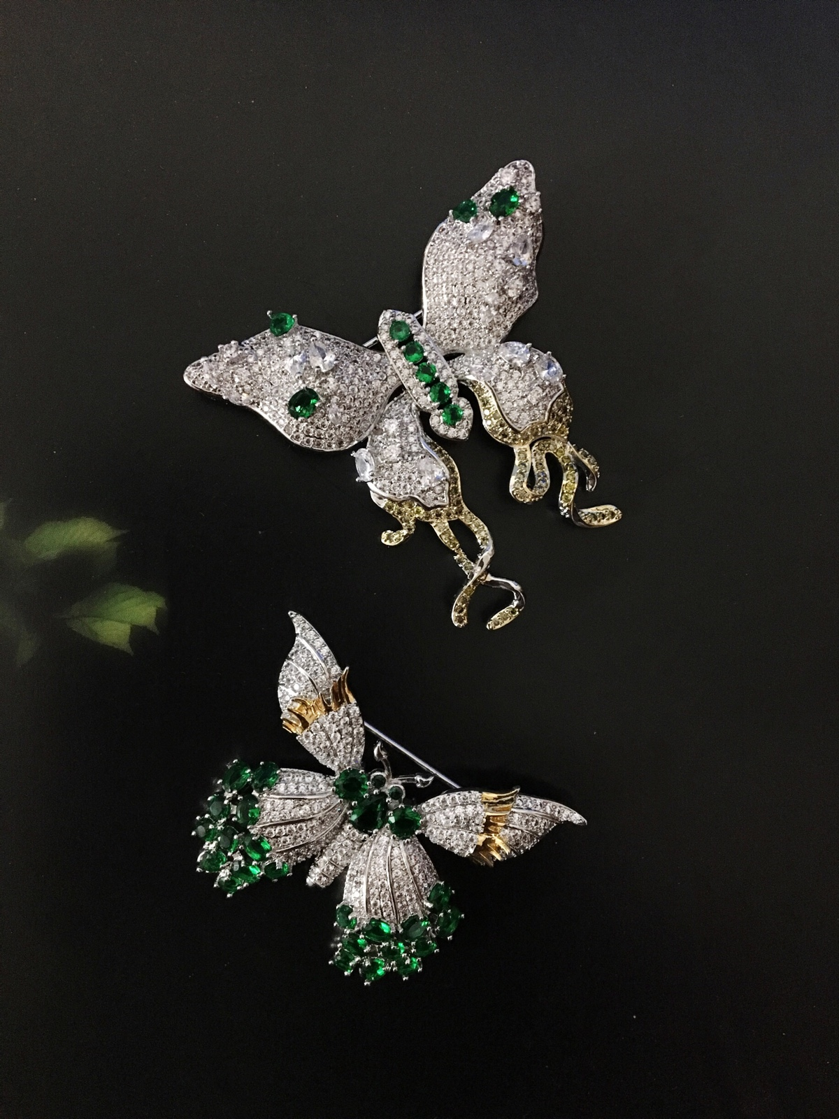 Butterfly zircon emerald suit Brooch female retro European Court Baroque emerald packing box high grade