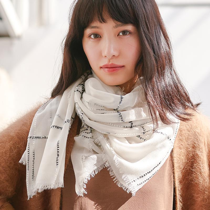 魔纹春秋冬季羊毛格子白色女士披肩保暖百搭两用长款围巾薄款丝巾
