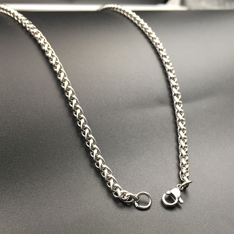 Personality titanium steel mens necklace domineering fashion mens chain keel chain jewelry Korean lovers long thick chain does not fade
