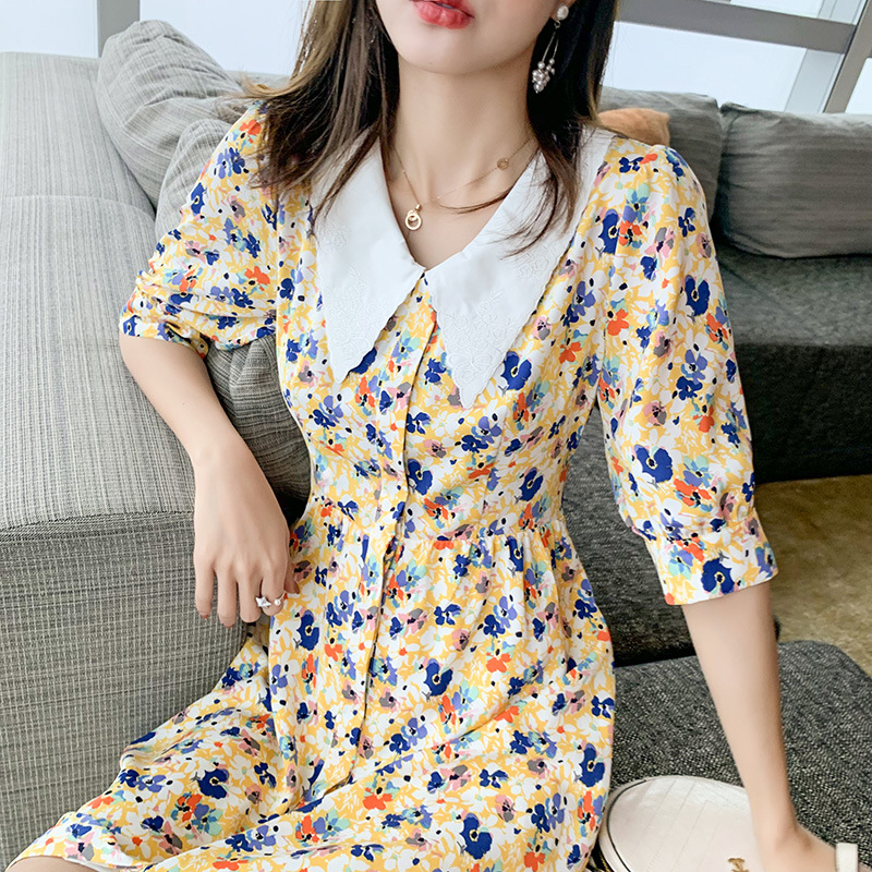 French style retro V-neck small daisy floral dress with slim waist and bubble sleeve temperament