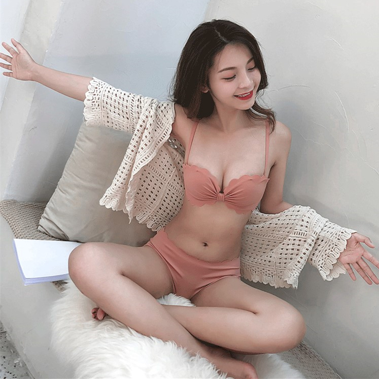 Ins student girl Japanese pink traceless petal edge no steel ring small chest gathered fold bra underwear suit