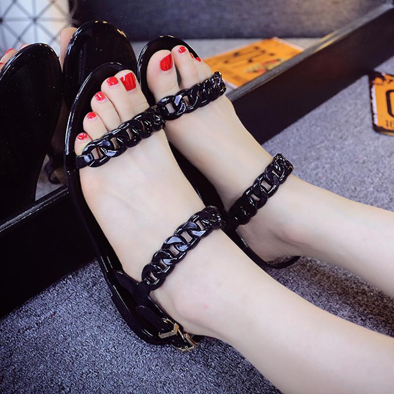 Новая Европа и плоские туфли с Римом летом пластиковые сандалии Открытый носок с плоскими заклепками желе обувь женская обувь