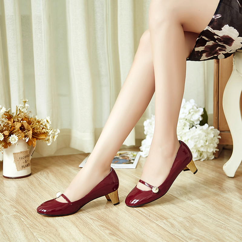 2018 new European and American Mary Jane shoes light mouth patent leather round head naked color thick heel high heel single shoes red wedding shoes womens shoes