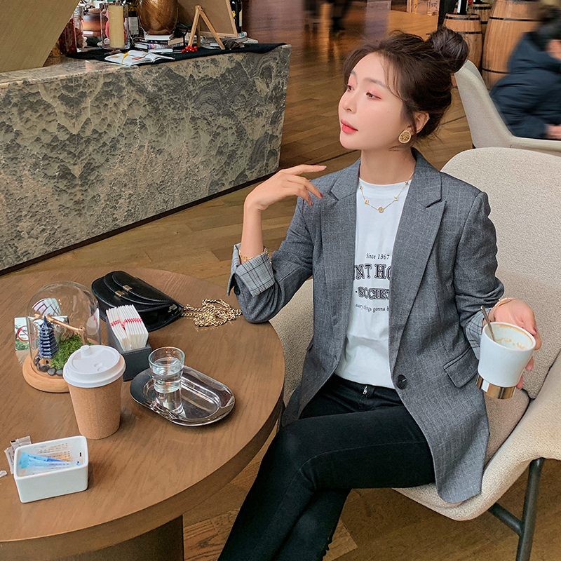 Simple womens Lapel Blazer casual style young suit fresh and fashionable single breasted suit loose version