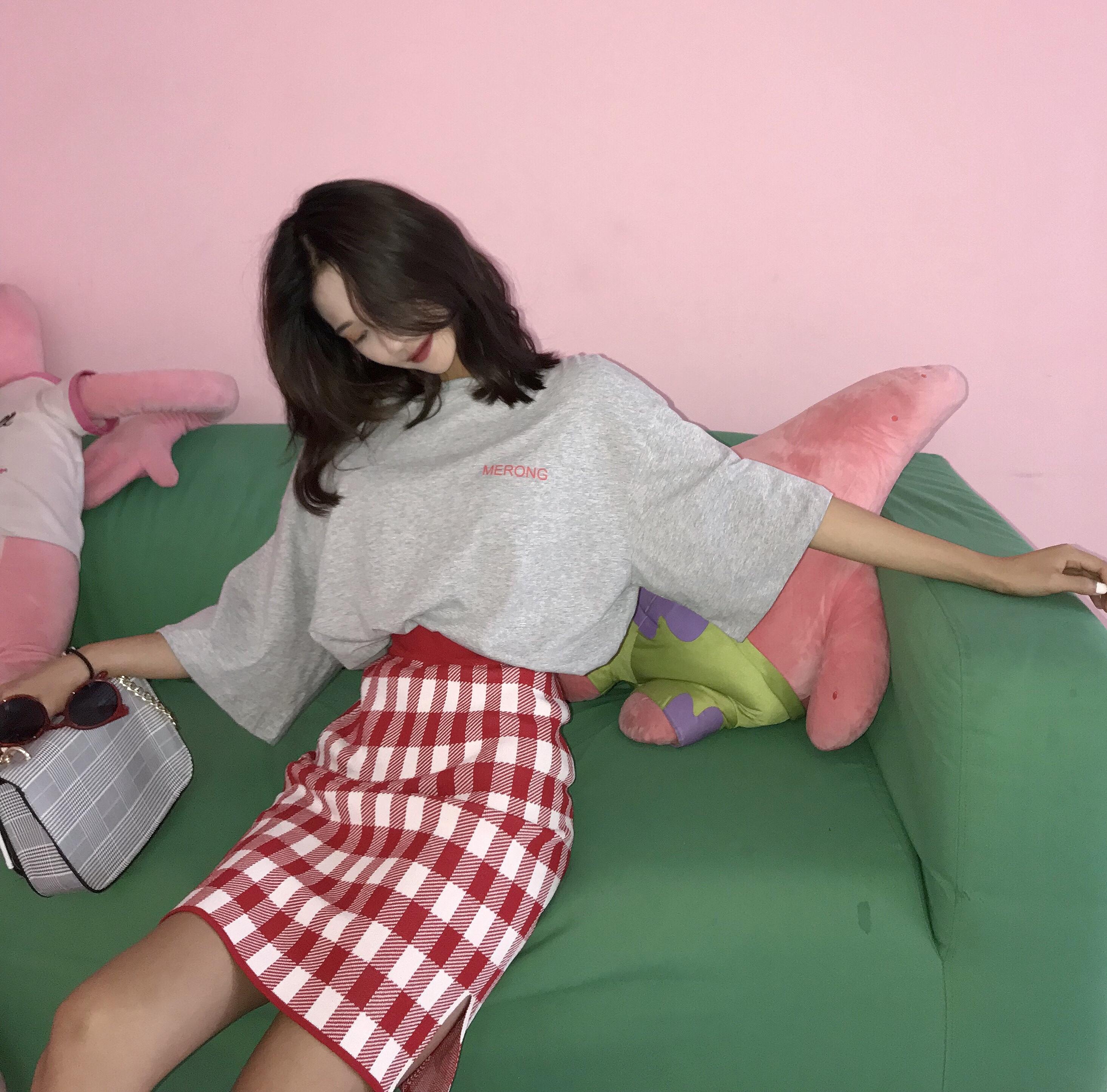 2018夏季新款韩版宽松字母短袖T恤女套装时尚修身格子短裙两件套