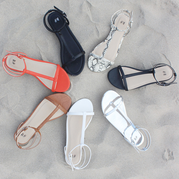 2019hm European and American summer flat sandals female black simple and versatile with sweet flat heel student open toe sandals
