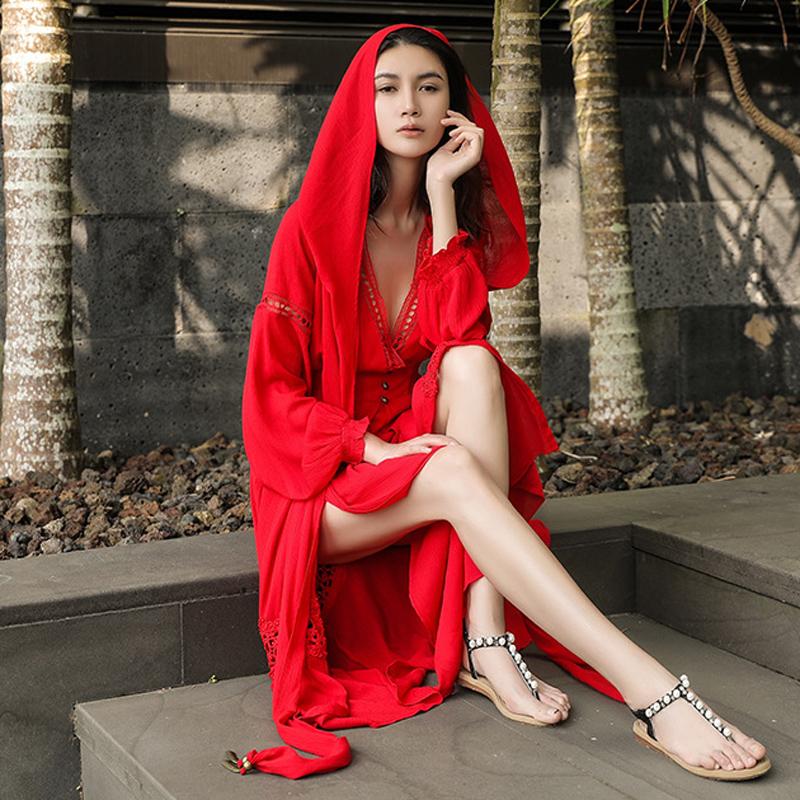 连帽大红色长袖沙滩裙女海边度假蕾丝刺绣带扣沙漠裙长款连衣裙图片