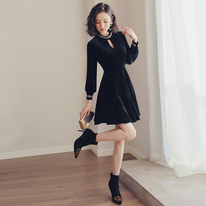 丝绒小黑裙