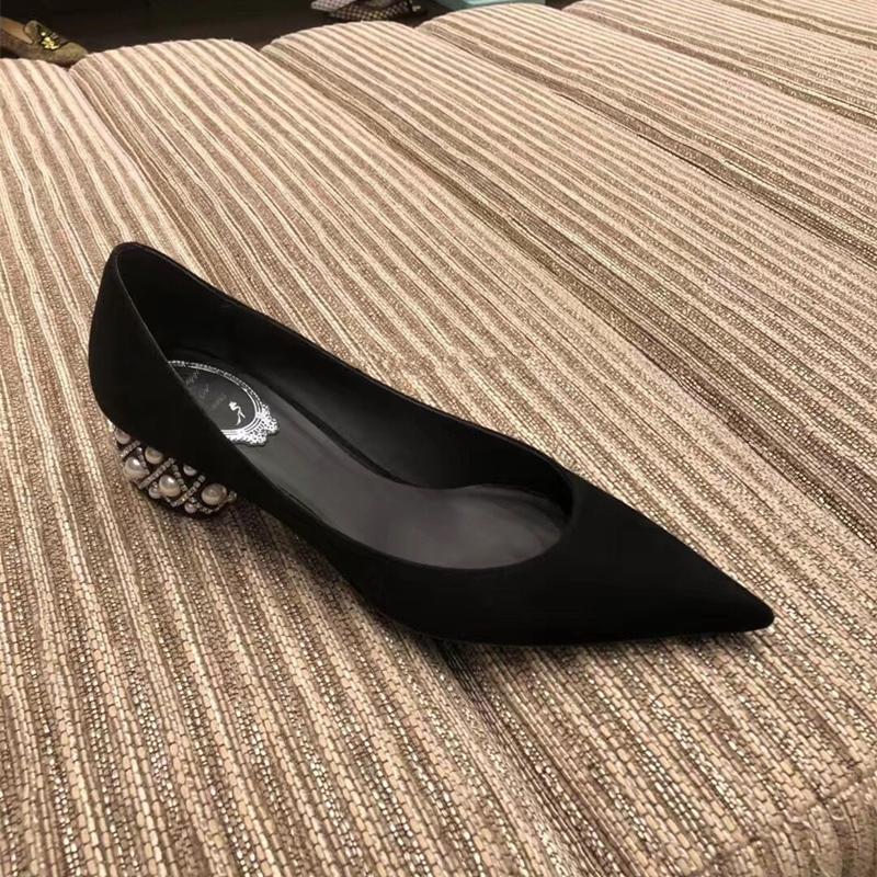 2019秋冬新款低跟女尖头高跟鞋粗跟中跟珍珠水钻跟百搭单鞋绒面图片