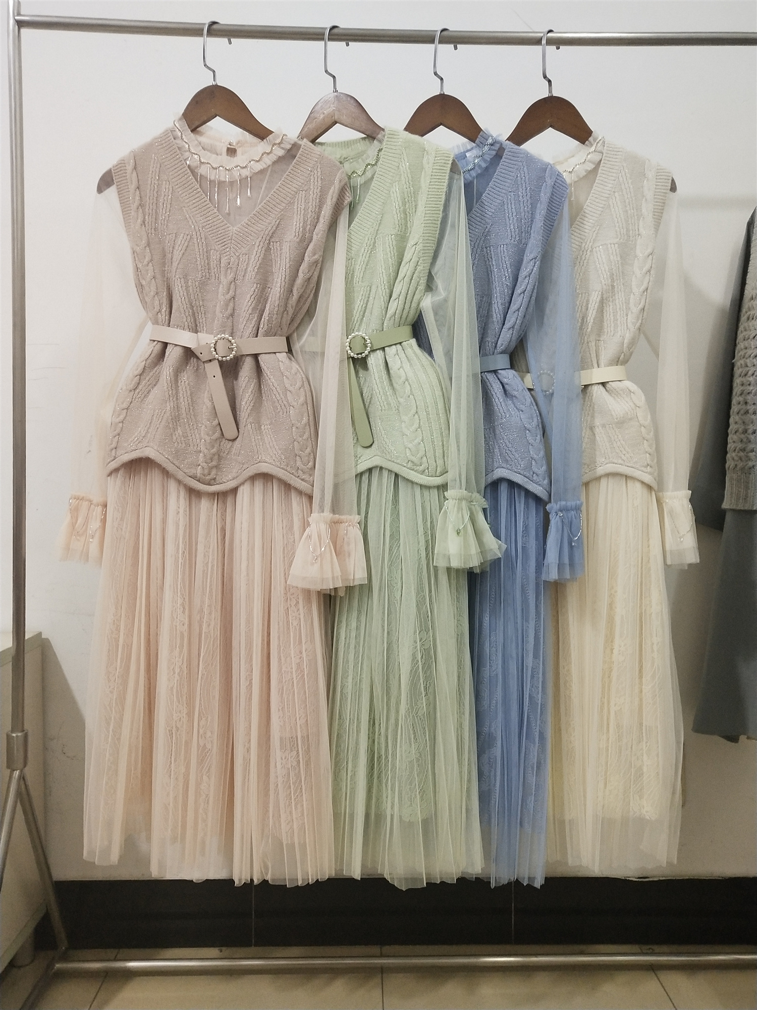 名媛气质甜美毛衣马甲中长款蕾丝连衣裙洋气减龄时髦套装裙两件套