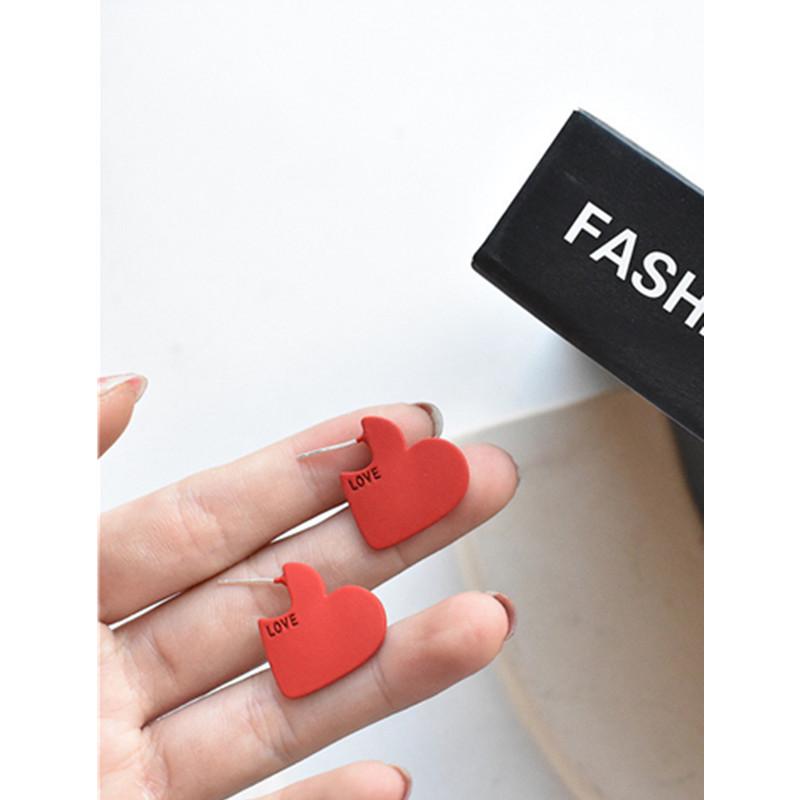 同款耳钉IU减龄耳饰时尚少女简约LOVE银针爱心耳环网红色字母S925