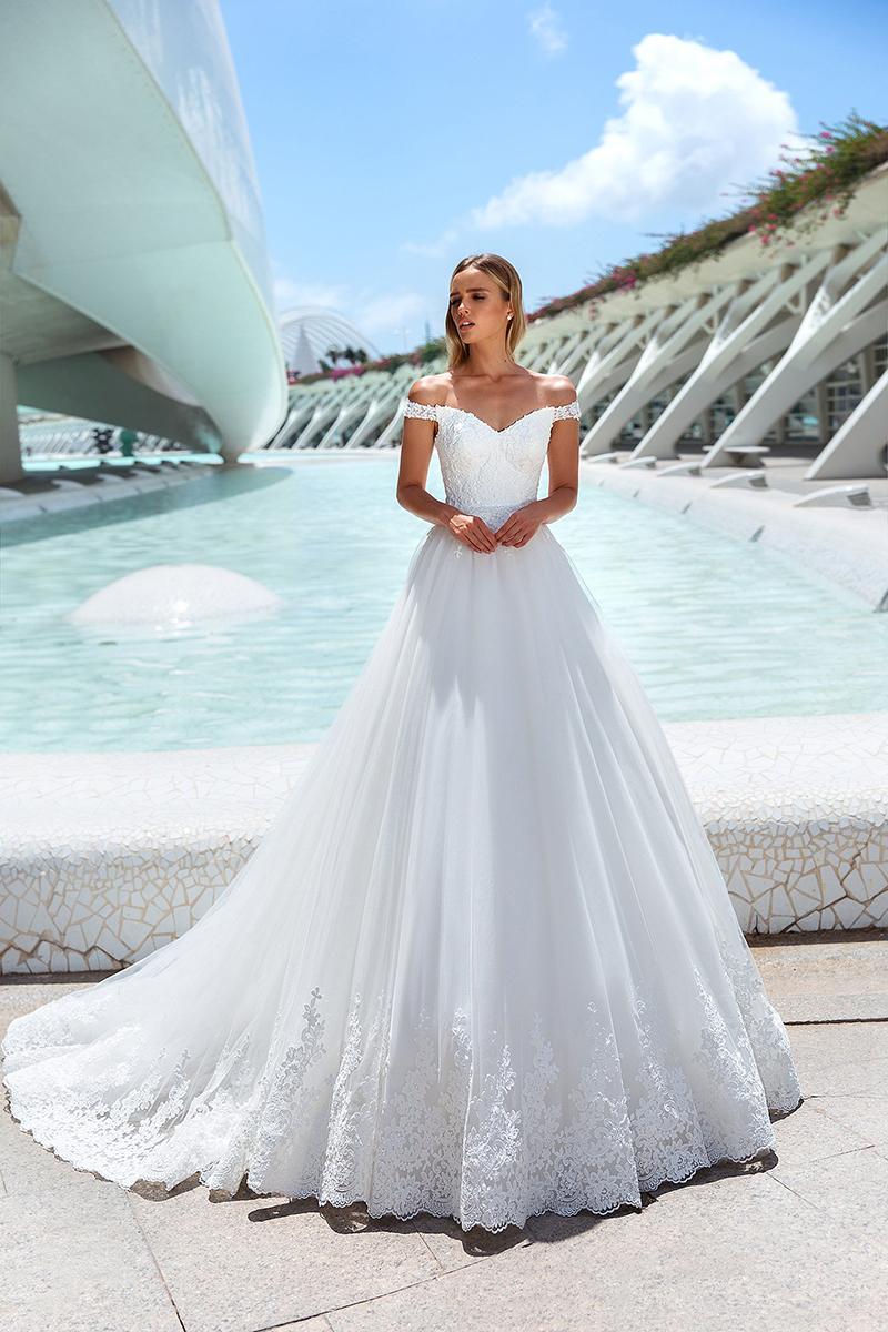 婚纱礼服2020新款新娘梦幻一字肩冬季婚纱拖尾法式wedding dress