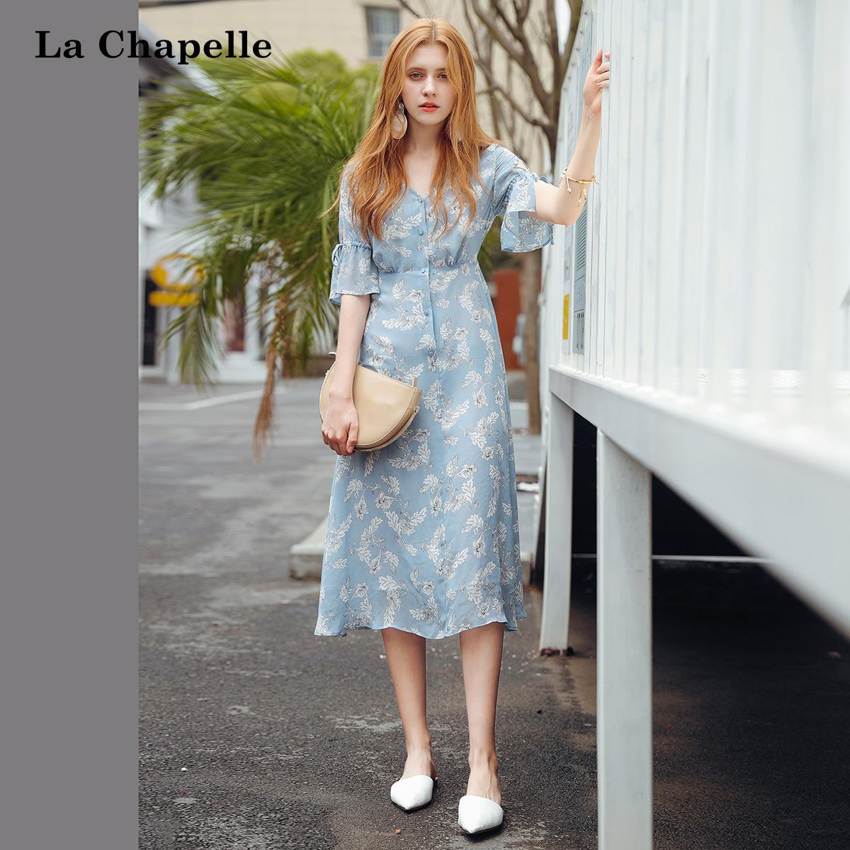 连衣裙女蓝色花朵显瘦中长名媛风气质女2018新款飘逸系带中袖雪纺