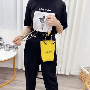 上新2019韩国东大门迷你链条时尚百搭手提斜跨女包纯色字母水桶包