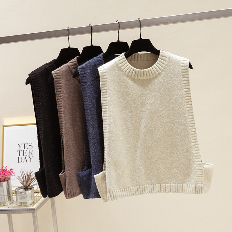 In the spring and autumn of 2019, you can wear wool round neck sleeveless knitted vest on the outside, womens loose Korean vest and black undergarment on the inside