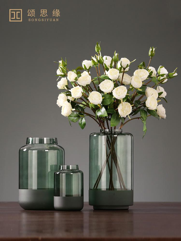 北欧の近代的な松緑のガラスの砂の水を磨いて花瓶の家の客間の見本の部屋の生け花器の柔らかい装飾品を育てます。