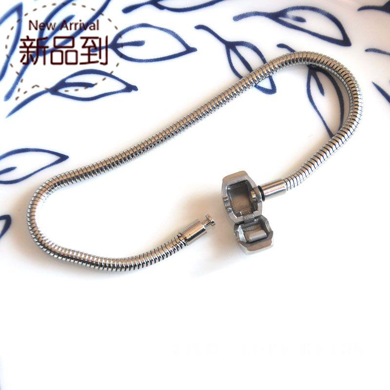 New classic stainless steel snake chain snake chain soft chain not easy to fade Bracelet Panjia accessories
