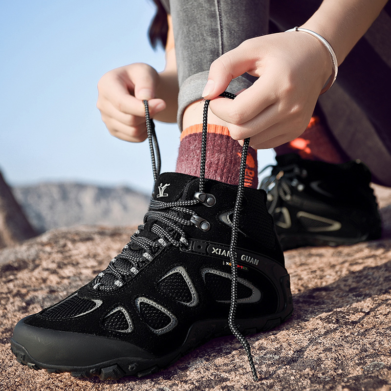 Outdoor mountaineering shoes womens high top waterproof hiking shoes mens anti slip wear resistant light mountaineering outdoor travel shoes mens Boots