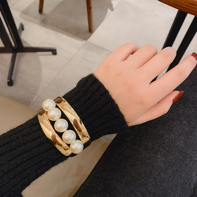 Korean wide version Bracelet womens hand net red when retro exaggerated metal sweater cuffs still personality versatile fashion pearl