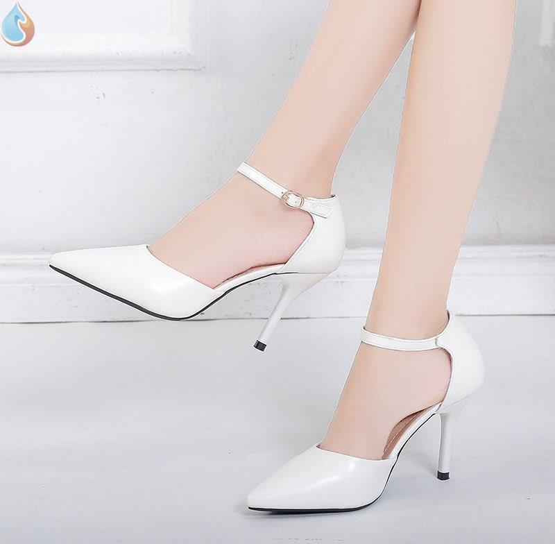 Spring and summer 2020 new girl pointy shoes net red French high heels women sexy Baotou sandals fashion
