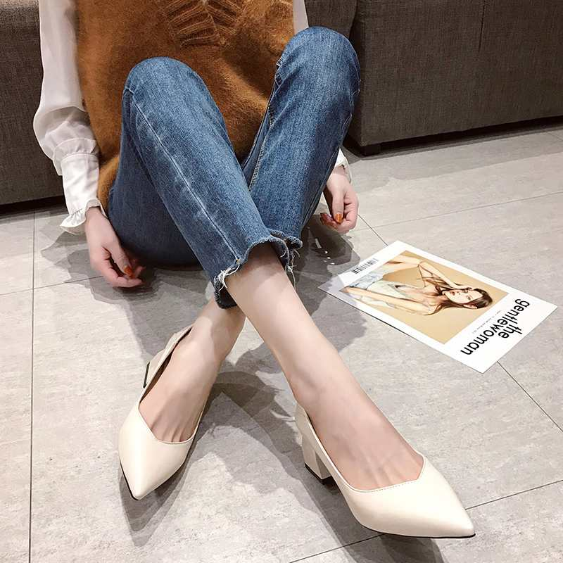 Pointed high heeled lady 2020 spring / summer new Korean versatile net red thick heel medium heel fairy style evening single shoes