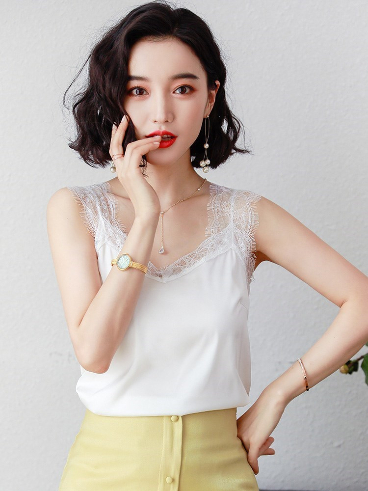 Women Xiake wear V-neck bottom-up shirt with lace suspender vest, simple small suit and womens Satin top inside