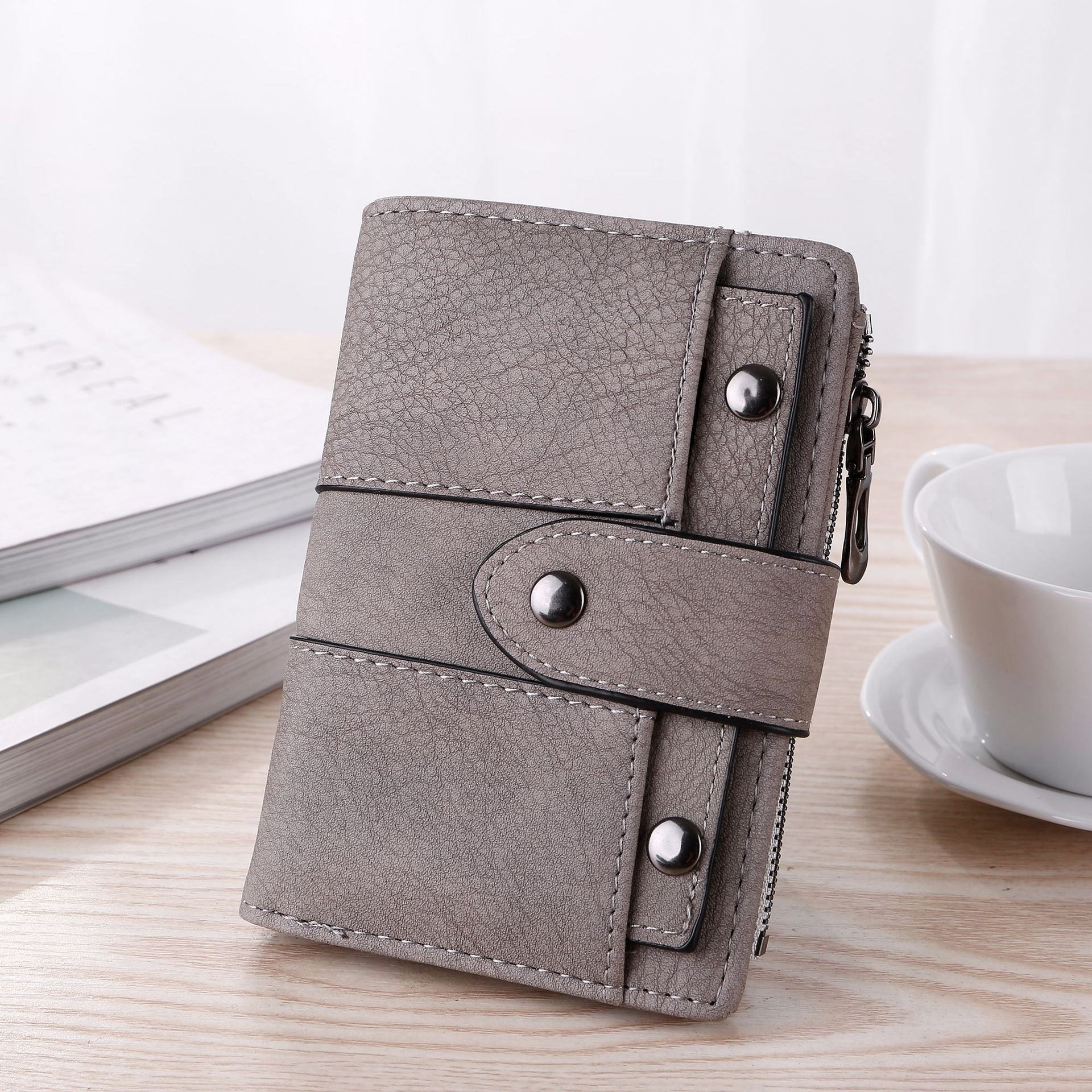 Womens 2020 new folding wallet Japan and South Korea simplicity cold retro versatile atmosphere 30% off short