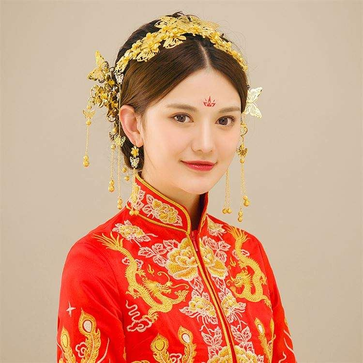 Wedding dress Chinese style atmosphere bride ancient costume headdress Tang costume beautiful bride makeup simple Xiuhe clothes crown bride