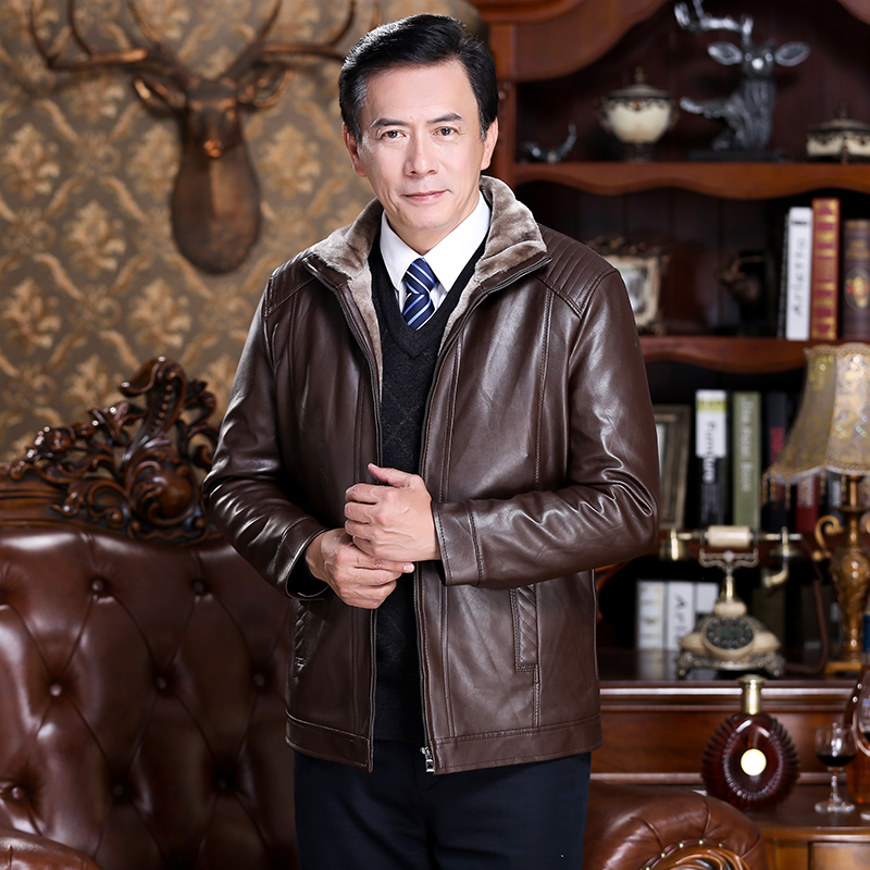 。 New autumn and winter middle-aged and elderly mens plush leather clothes dads winter clothes thickened warm leather jacket for middle-aged men