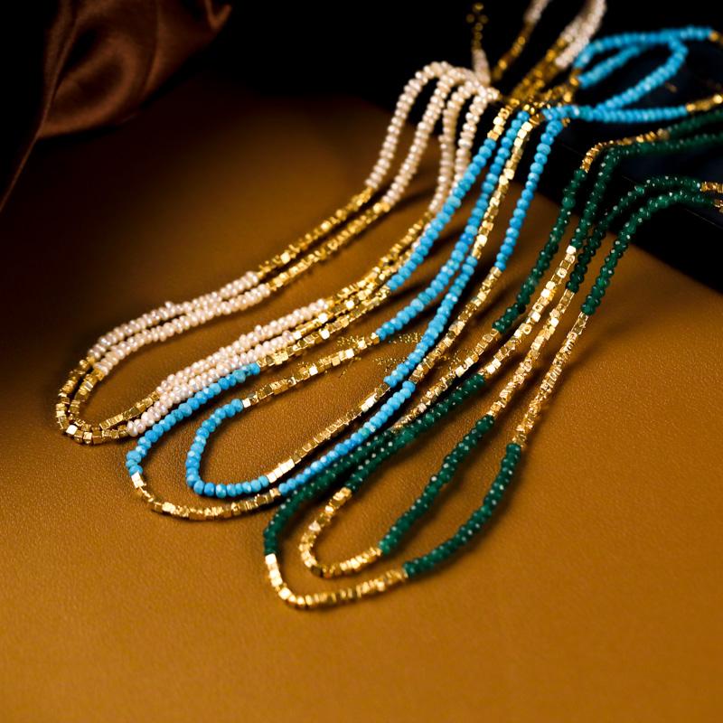 おしゃれなゴールドパールのネックレス青い松石のネックレスはエメラルドのネックレスです。