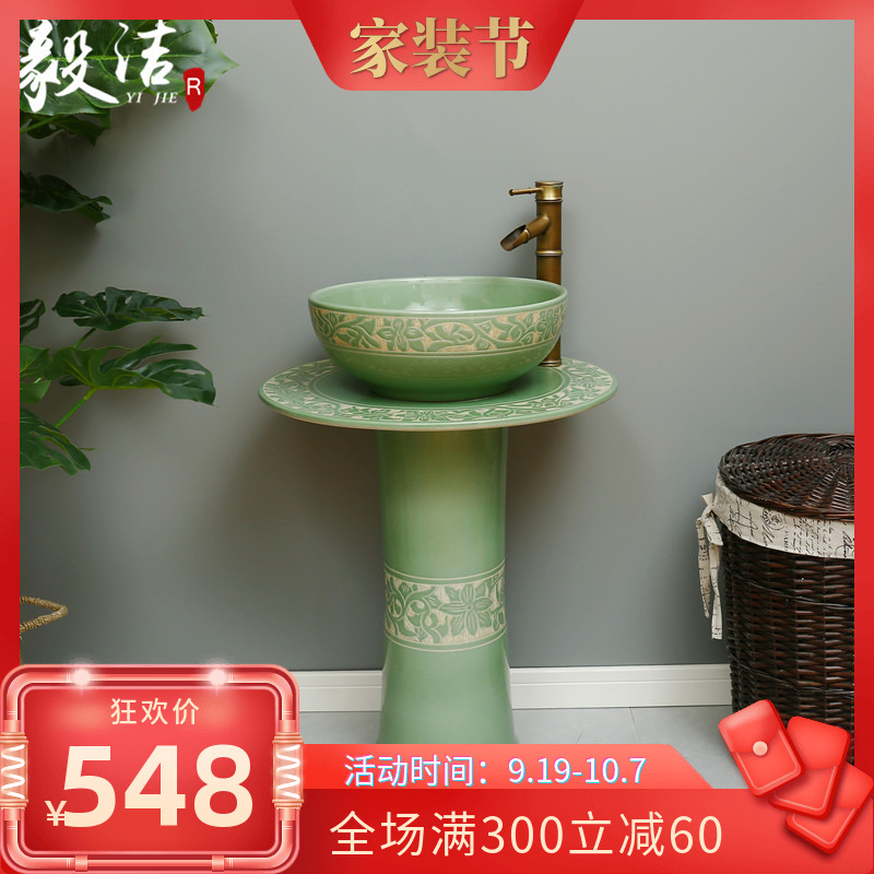 Retro home ceramic column type wash basin is integrated with toilet, floor type wash basin, toilet basin and courtyard