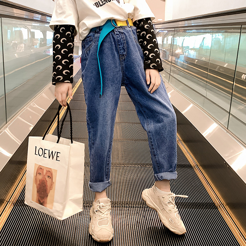 Girls jeans spring and autumn dress 2020 new Korean fashion childrens fashionable pants childrens loose pants