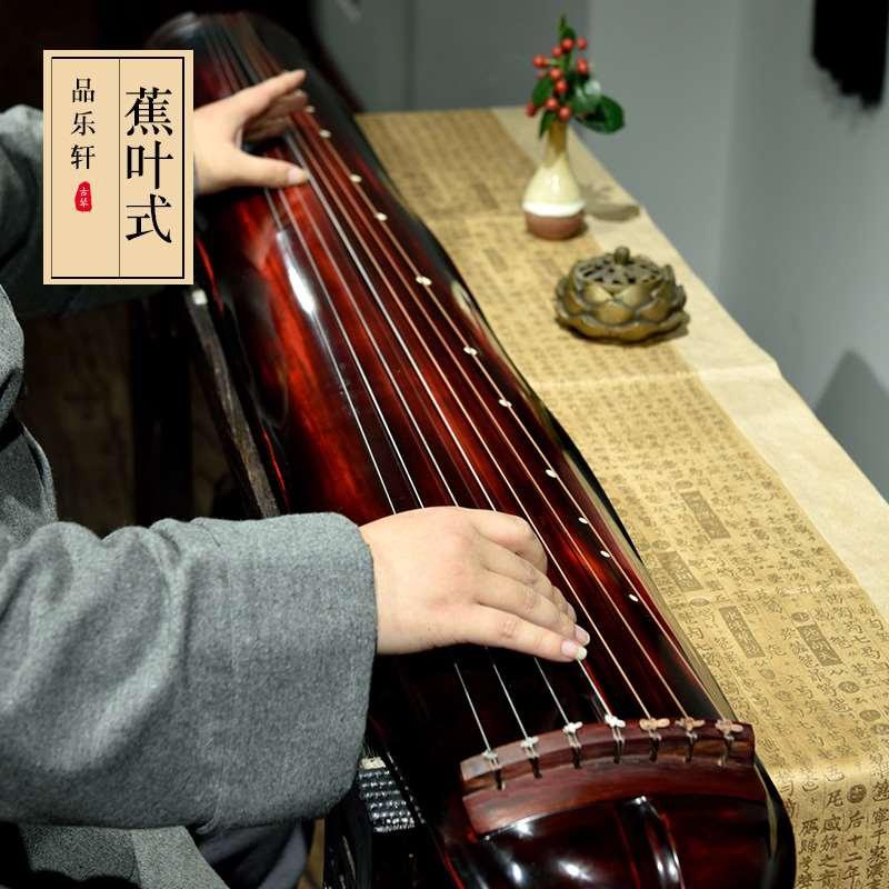 揚州の琴の古い杉の木のカンナの葉の琴の生漆は精巧に斬り落して、純粋な手芸の初学の専門は七弦の琴を演奏してテーブルに送ります。