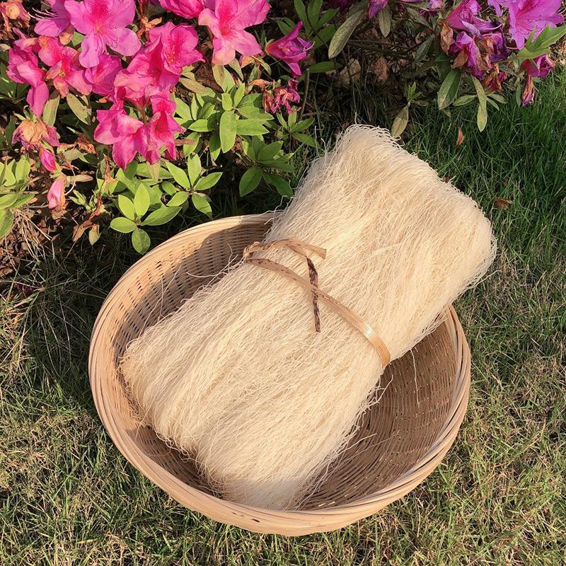 高?ビルの米?家の春雨の米の?の米の粉を包んで乾かします。