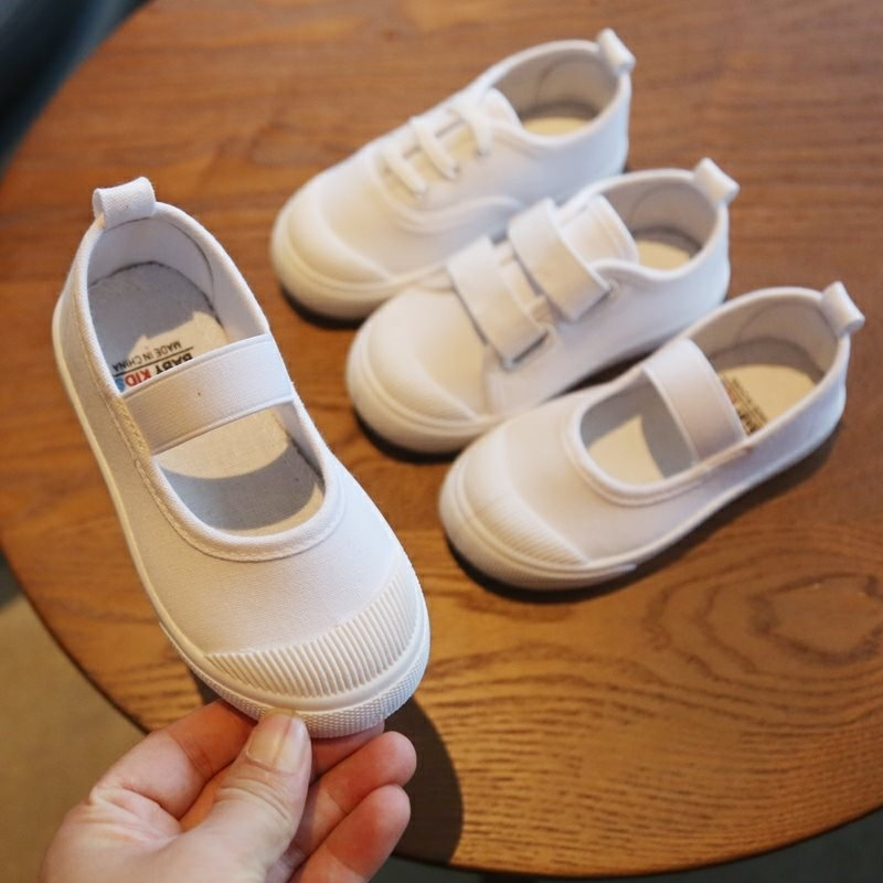Childrens indoor small white shoes soft soled kindergarten sports meeting little girls dancing mens white cloth shoes in spring and summer