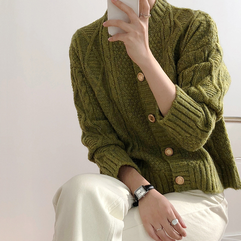 Ms. Xu Duoduos metal button knitted cardigan womens spring and autumn 2020 new Korean version small fragrant style sweater coat