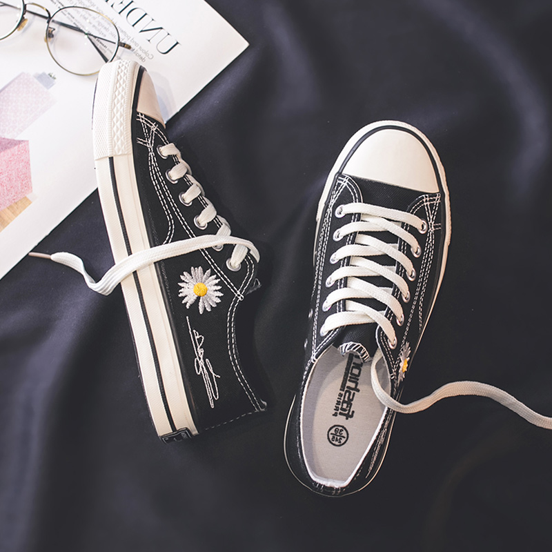 帆布鞋2020年流行鞋子春季网红GD同款小皱菊鞋子板鞋韩版学生女鞋