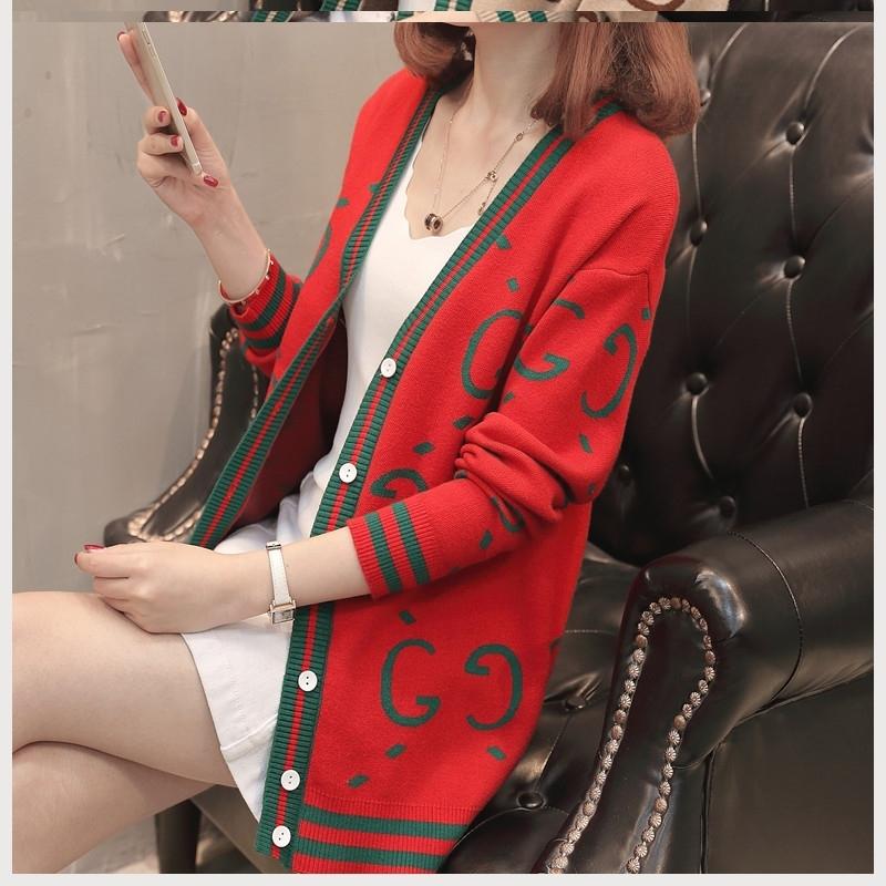 长款针织外搭里面穿什么外套好看吗:长毛衣裙搭配外套的方法