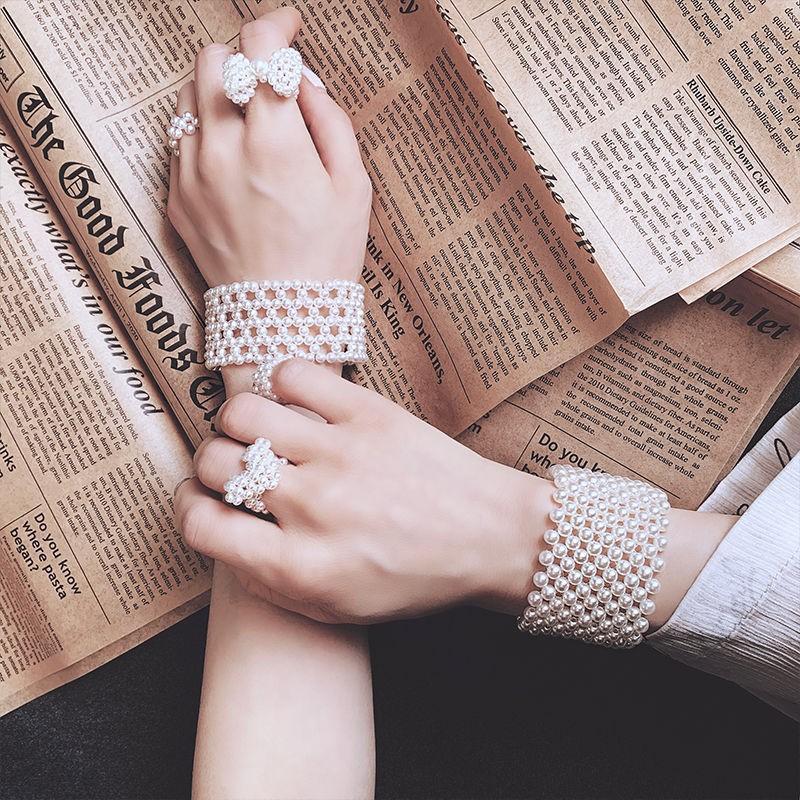 Spring and summer new Pearl woven Bracelet in net Red Fairy simple Elastic Bracelet elegant retro bracelet bracelet