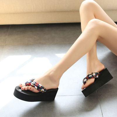 中国夏季松糕夹脚凉鞋女款凉拖鞋坡跟荆轲人字拖白色外穿新款厚底
