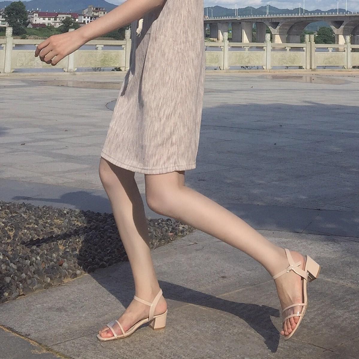 阿哥家18新款韩版粗跟百搭夏季中跟透明女鞋脚踝绊带高跟