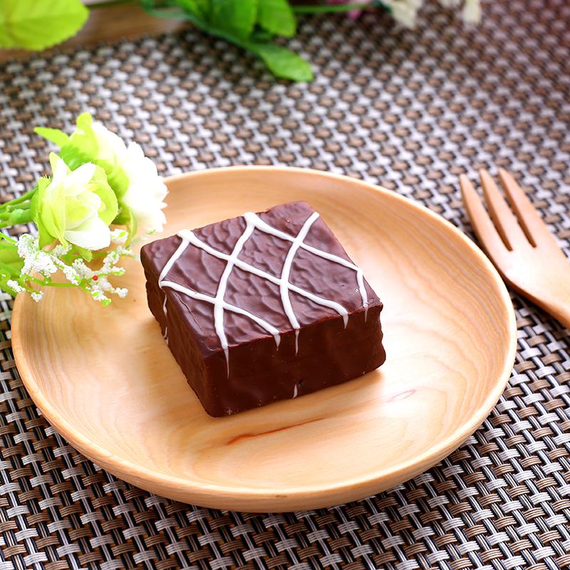 Q点涂层巧克力夹心蛋糕 多口味早餐面包糕点 1/斤